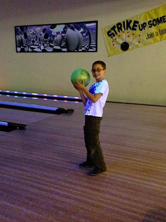 glow bowling 4